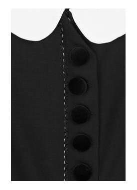 Blackdressback2